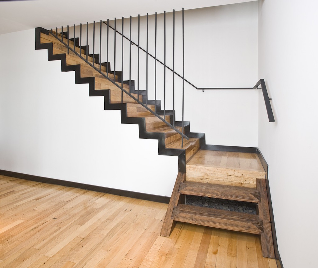 Basement Stair Landing Decorating: 20 Excellent Traditional Staircases Design Ideas