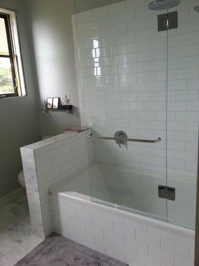 Shower tub combo w glass wall