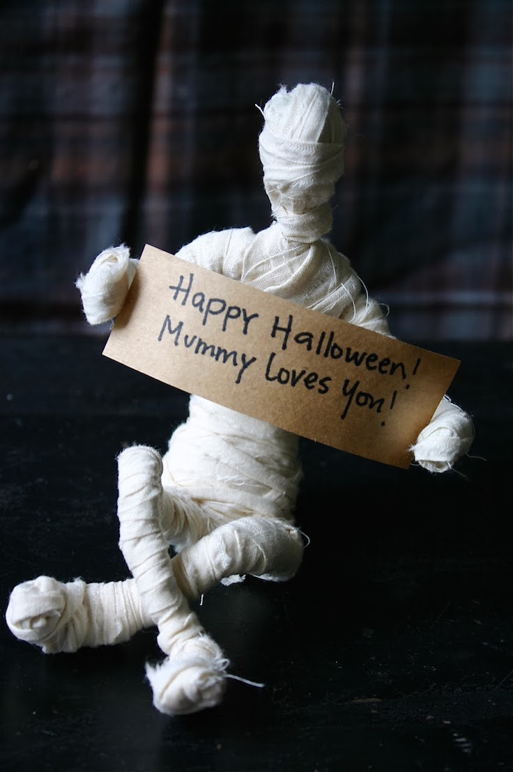 mummie halloween decor
