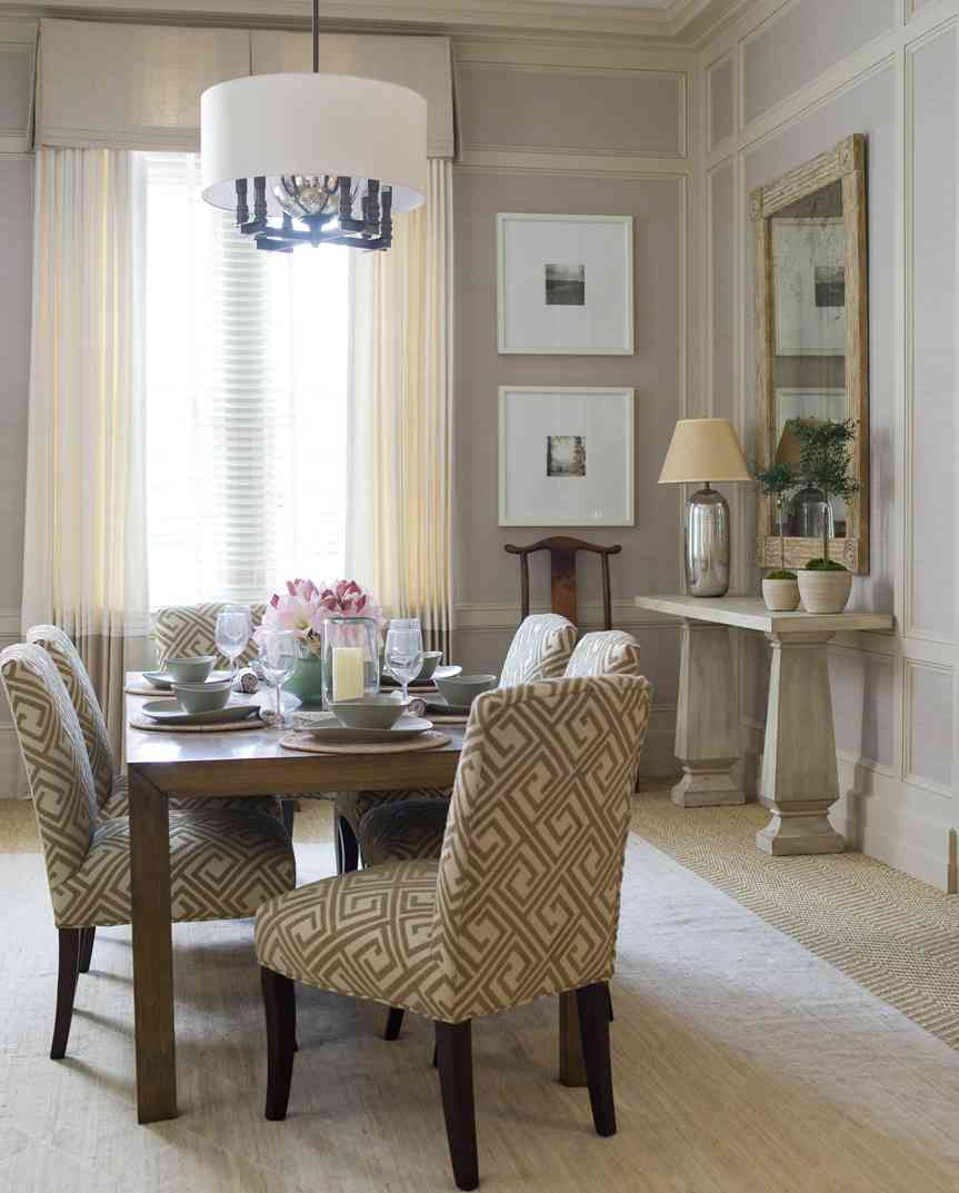 Chic Dining Room Wall Decoration Idea