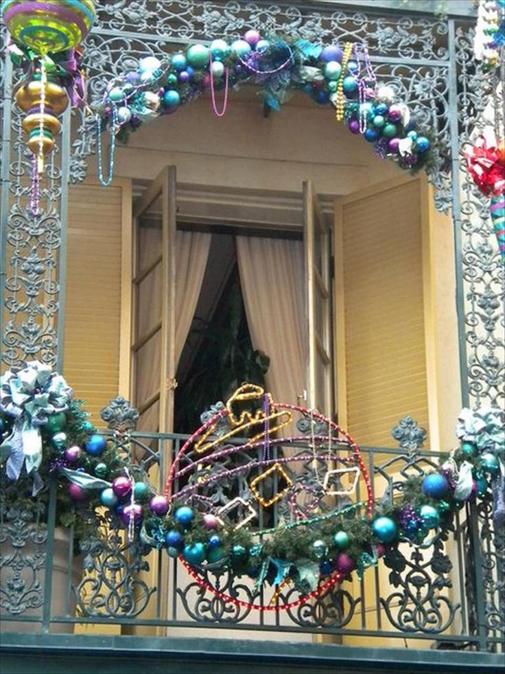17 Refreshing Christmas Balcony Decor Ideas | Interior God